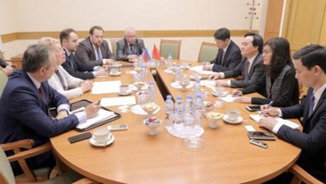 Vietnam et Russie approfondissent leur cooperation dans l'education hinh anh 1