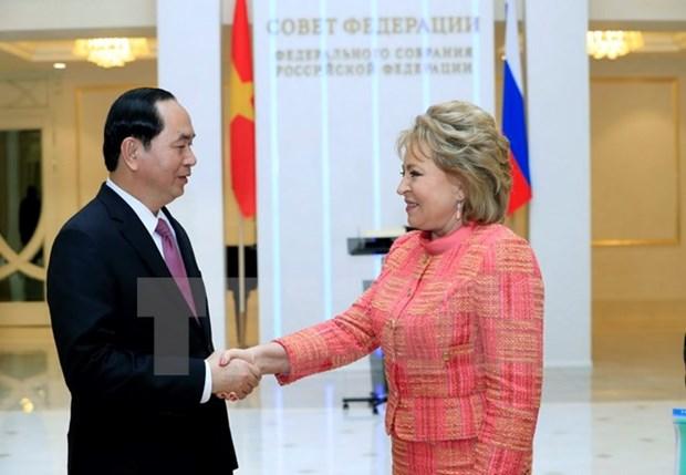 Le chef de l'Etat rencontre la presidente de la Chambre haute russe hinh anh 1