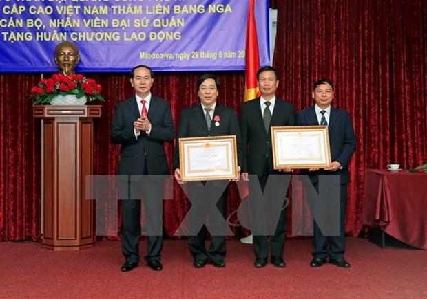 Le president Tran Dai Quang se rend a l'ambassade du Vietnam en Russie hinh anh 1