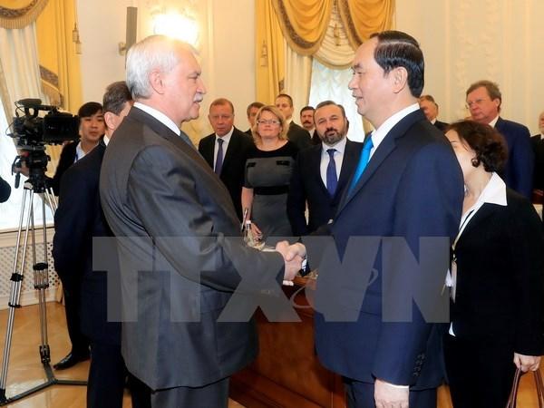 Le president Tran Dai Quang rencontre le gouverneur de Saint-Petersbourg hinh anh 1