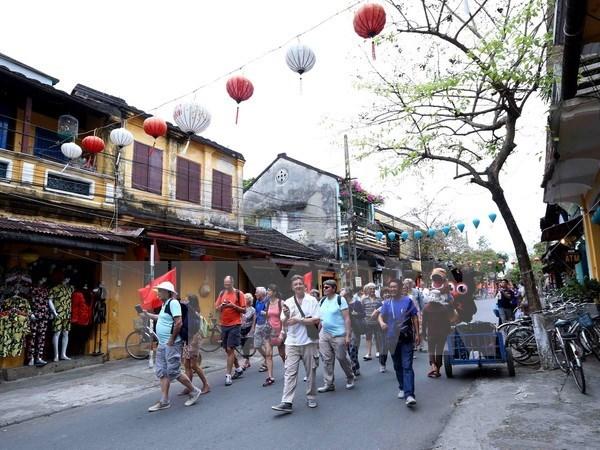 Le tourisme a marche fort au premier semestre hinh anh 1