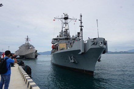 Huitieme echange entre la Marine vietnamienne et americaine hinh anh 2
