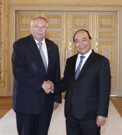 Le PM Nguyen Xuan Phuc rencontre des dirigeants du Land de Hesse hinh anh 1