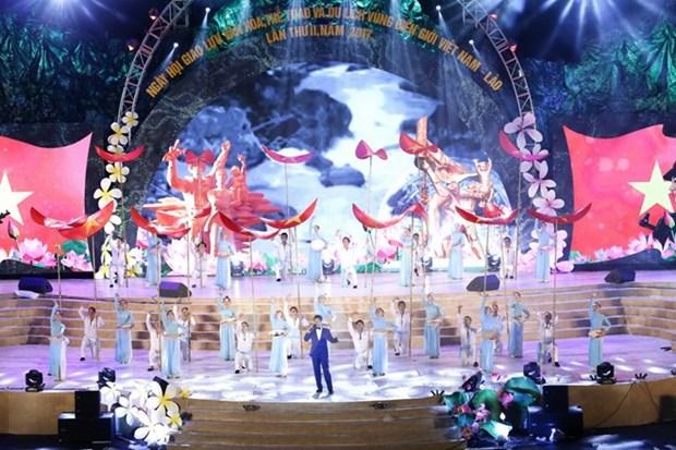 Ouverture du 2e Festival culturel, sportif et touristique Vietnam-Laos hinh anh 2