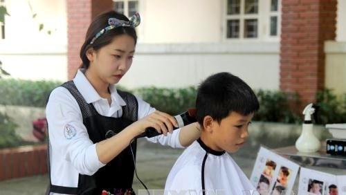 Des etudiants volontaires sud-coreens en visite a Nghe An hinh anh 1