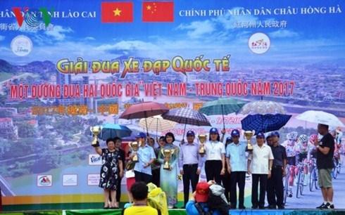 La course cycliste internationale se termine a Lao Cai hinh anh 1
