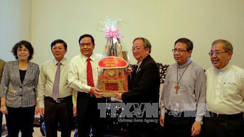 Le president du CC du FPV rend visite a des dignitaires religieux de HCM-Ville hinh anh 1