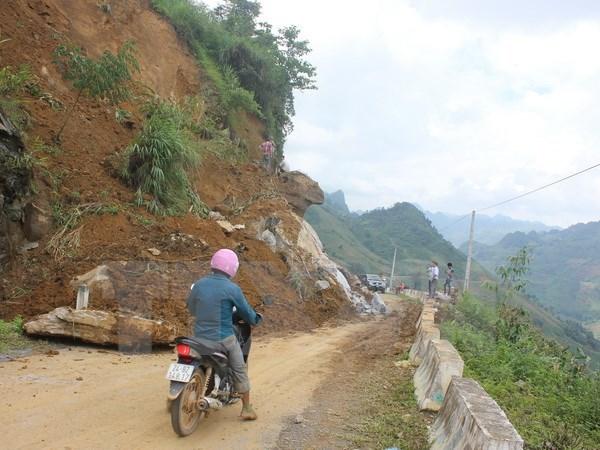 Les crues et pluies torrentielles font 12 morts dans la region montagneuse du Nord hinh anh 1