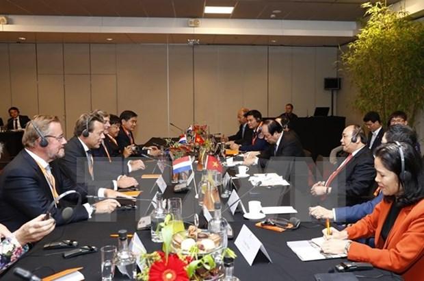 Le PM Nguyen Xuan Phuc rencontre des geants economiques neerlandais hinh anh 1