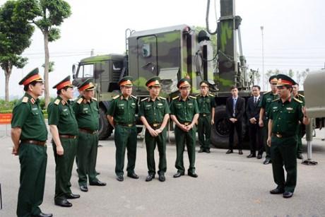 L'armee accomplit sa mission de defense nationale et de developpement economique hinh anh 1