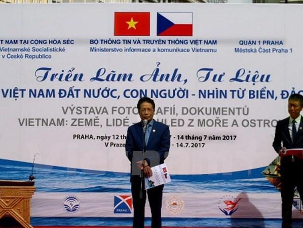 Une exposition sur la souverainete maritime vietnamienne en Republique tcheque hinh anh 1
