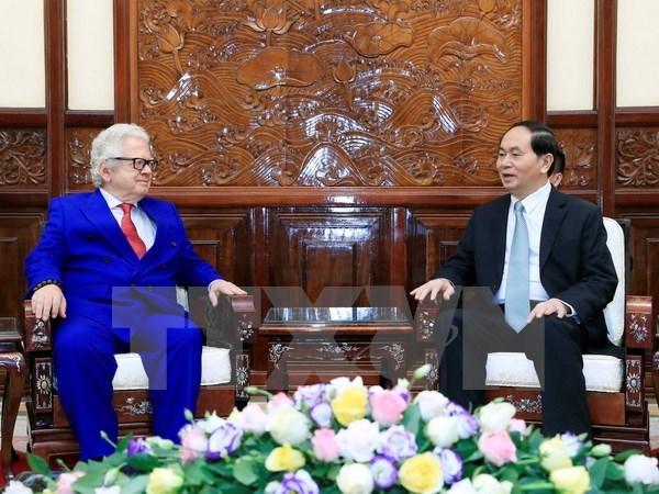 Le chef de l'Etat rencontre les ambassadeurs de Finlande et de Grece hinh anh 2