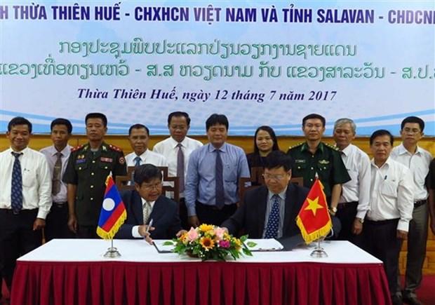 Les localites vietnamiennes et laotiennes construisent une frontiere pacifique hinh anh 1