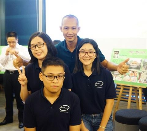 Trois Vietnamiens au 3e Festival international de la photographie pour les eleves au Japon hinh anh 1