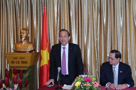 Le vice-PM Truong Hoa Binh salue le role de la communaute vietnamienne a Singapour hinh anh 1