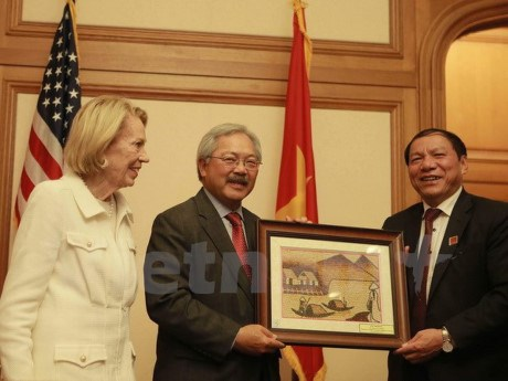 Des dirigeants de localites vietnamiennes en visite a San Francisco hinh anh 1