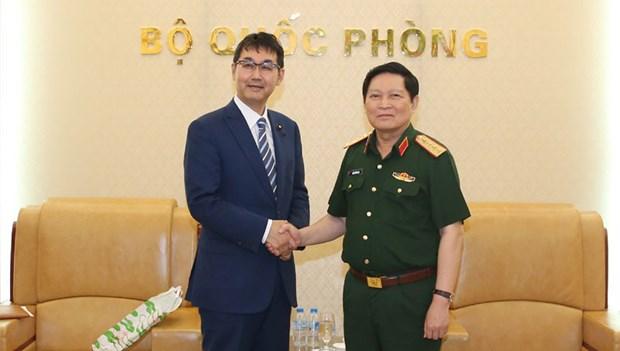 Le ministre de la Defense Ngo Xuan Lich recoit le conseiller special du PM japonais hinh anh 1