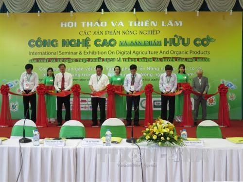 Promotion des produits agricoles de haute technologie et produits biologiques hinh anh 1