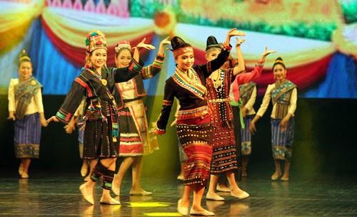 Ouverture des journees de la culture et du tourisme du Vietnam au Laos hinh anh 2