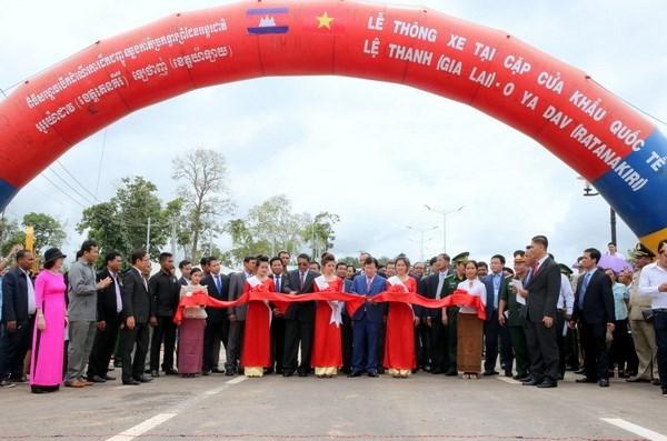 Ouverture au trafic d'une route entre le Vietnam et le Cambodge hinh anh 1