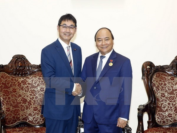 Le PM Nguyen Xuan Phuc recoit le conseiller special du PM japonais hinh anh 1