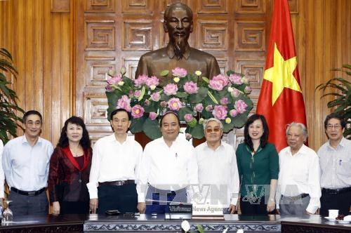 Le Premier ministre rencontre des cadres retraites de l'education hinh anh 1