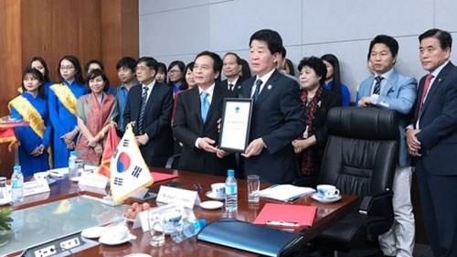 Cooperation entre la ville sud-coreenne d'Incheon et l'Universite Nguyen Tat Thanh hinh anh 1