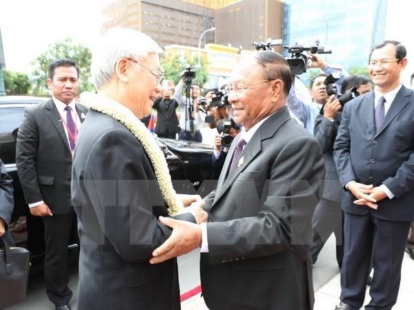 Le Vietnam prend en consideration le developpement des relations avec le Cambodge hinh anh 1