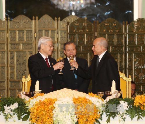 Vietnam et Cambodge affirment leurs relations etroites inseparables hinh anh 1