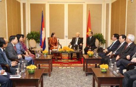Le secretaire general du PCV rencontre des amis cambodgiens hinh anh 1