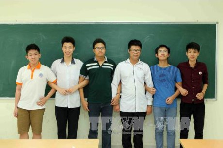 Quatre medailles d'or pour le Vietnam lors des Olympiades internationales des mathematiques 2017 hinh anh 1