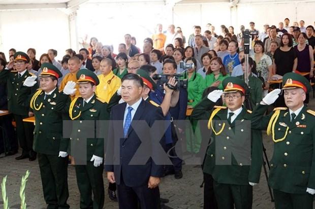 Hommage aux invalides de guerre et aux morts pour la Patrie au Laos et en Allemagne hinh anh 2