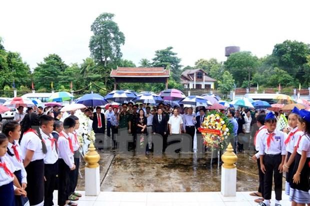 Hommage aux invalides de guerre et aux morts pour la Patrie au Laos et en Allemagne hinh anh 1
