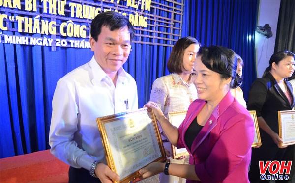 Mois des ouvriers: 117 milliards de dongs en faveur des travailleurs de Ho Chi Minh-Ville hinh anh 1