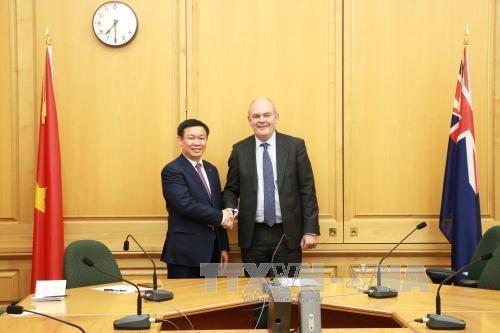 Le vice-Premier ministre Vuong Dinh Hue en visite officielle en Nouvelle-Zelande hinh anh 1