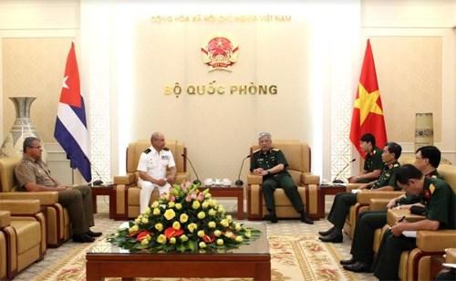 Approfondissement des relations de defense Vietnam-Cuba hinh anh 1