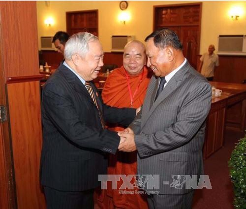 Des dirigeants cambodgiens rencontrent une delegation d'anciens soldats volontaires vietnamiens hinh anh 1