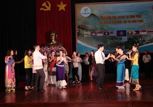 Journee de la culture aseanienne a Vinh Phuc hinh anh 1