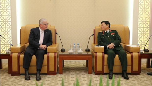 Le ministre de la Defense Ngo Xuan Lich recoit des ambassadeurs etrangers hinh anh 2