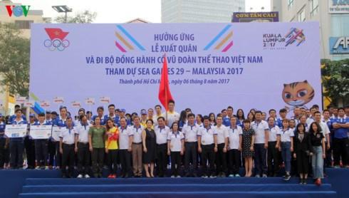 Marche de soutien aux sportifs vietnamiens participant aux SEA Games 29 hinh anh 1