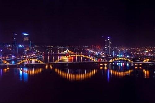 Cinq villes sont eclairees pour marquer le 50e anniversaire de l'ASEAN hinh anh 1