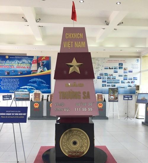Kon Tum: Exposition de cartes et documents sur Hoang Sa et Truong Sa du Vietnam hinh anh 1