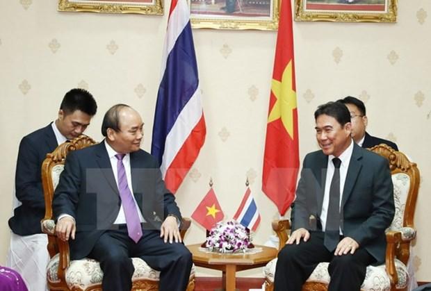 Le PM Nguyen Xuan Phuc rencontre le gouverneur de la province thailandaise de Nakhon Pathom hinh anh 1