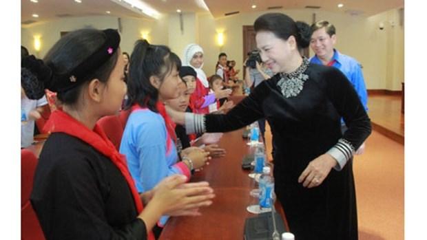 La presidente de l'AN rencontre des enfants issus des minorites ethniques hinh anh 1