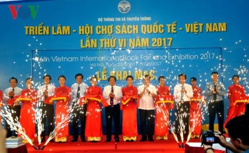 Ouverure du 6e Salon international du livre du Vietnam a Hanoi hinh anh 1