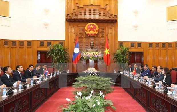 Le Premier ministre Nguyen Xuan Phuc recoit un vice-Premier ministre laotien hinh anh 1