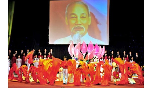 Programme artistique «Vietnam rayonnant» en l'honneur de la Fete nationale hinh anh 1