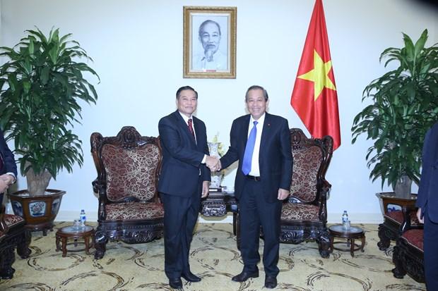 Front : des dirigeants laotiens recus par le vice-PM Truong Hoa Binh hinh anh 1