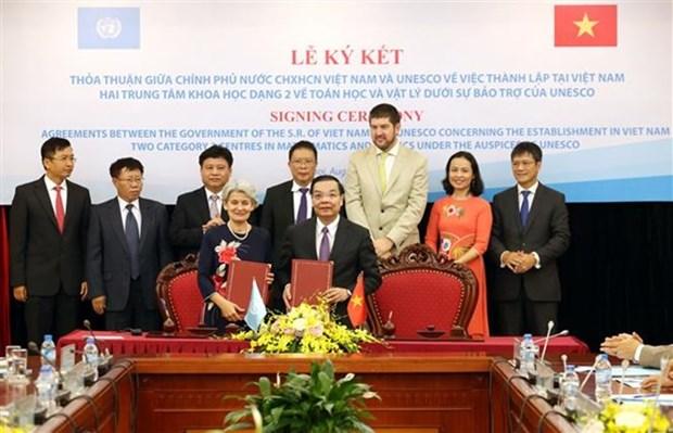 Le Vietnam et l'UNESCO etablissent les centres de la physique et des mathematiques hinh anh 1