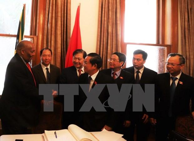 Une delegation de l'Assemblee nationale termine sa visite en Afrique du Sud hinh anh 1